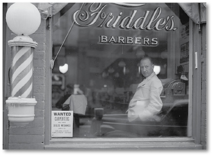 Harrisonburg barbershop, 1941